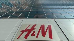 Signage raad met het embleem van H M Moderne de bureaubouw voorzijde Het redactie 3D teruggeven Royalty-vrije Stock Foto's
