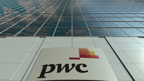 Signage raad met het embleem van PricewaterhouseCoopers PwC Moderne de bureaubouw voorzijde Het redactie 3D teruggeven Royalty-vrije Stock Fotografie