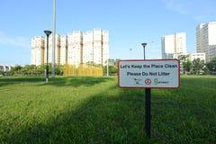 Signage in Singapore om plaatsen schoon te houden Royalty-vrije Stock Foto