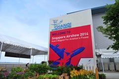 Signage som välkomnar besökare till Singapore Airshow Royaltyfri Bild