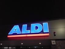 Signage van de Aldisupermarkt Stock Foto's