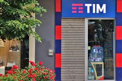 Signage W?oska firma telefoniczna ?Tim, Telecom Italia ?- fotografia stock
