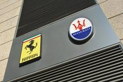 Signage Włoski sporta samochód oznakuje Ferrari i Maserati, Pekin, Chiny Obraz Stock