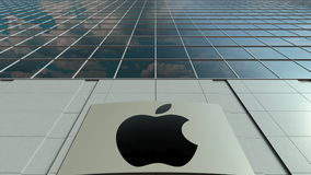 Signagebräde med Apple Inc logo modernt kontor för byggnadsfacade Redaktörs- tolkning 3D Arkivfoto