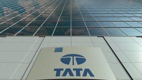 Signagebräde med den Tata Group logoen modernt kontor för byggnadsfacade Redaktörs- tolkning 3D Arkivbild