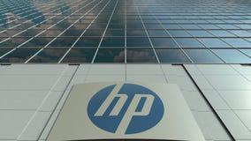 Signagebräde med HP Inc logo modernt kontor för byggnadsfacade Redaktörs- tolkning 3D Royaltyfria Foton