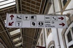 Signageplatte und -informationen für Touristen stockbild