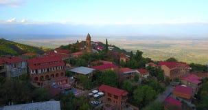 Signagi ou cidade de Sighnaghi Vista bonita pelo zangão aéreo Geórgia, Kakheti filme