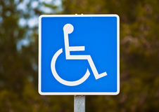 Signal. Reserved parking sign for handicapped royalty free stock photos