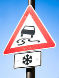 Signal d'avertissement de neige Photographie stock libre de droits