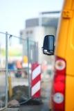 Signal d'avertissement fermé de route de poteaux de signalisation Photo stock