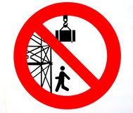 Signal d'avertissement On l'interdit de passer ou se tenir sous l'échafaudage Séjour de dessous les charges suspendues Images libres de droits