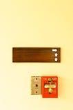 Signal d'incendie et panneau en bois photos libres de droits