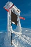 Signal de direction de journal de station de sports d'hiver Photos libres de droits