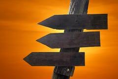 Signal de direction en bois avec les espaces vides pour le texte Photos libres de droits