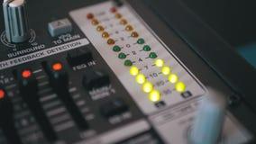 Signal de niveau d'indicateur de LED sur la console de mélange saine banque de vidéos