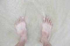 Signal två foots staget på stranden Royaltyfri Bild
