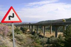 signalering för vägmärke för brokurvdouble royaltyfri foto