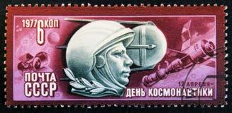 Signalez le timbre imprimé en URSS a consacré au jour de l'astronautique, vers 1976 Images stock