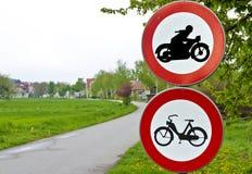signalisation conduisant l'interdiction pour des motos Photos stock