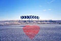 Signalisation de symbole et de route de coeur Photo stock