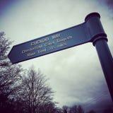 Signalisez pour la manière de coucou dans le canal de Chesterfield photos libres de droits