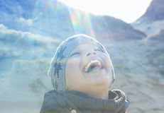 Signalljus för lins för dubbel exponering för lyckligt folk utomhus- Royaltyfri Fotografi