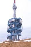 Signaltelekommunikationer står högt på överkanten av monteringen Rigi, Switz Royaltyfri Bild