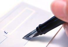 Signature d'un chèque Image stock