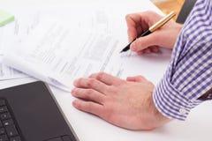 Signature d'un contrat Image libre de droits