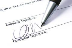 signature de 2 contrats Photo stock