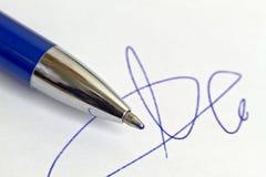 Signature et crayon lecteur photographie stock