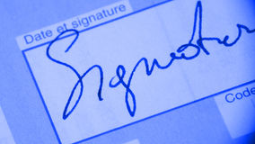 Signature sur le document Image stock
