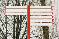Signaux et arbres de direction vides photographie stock