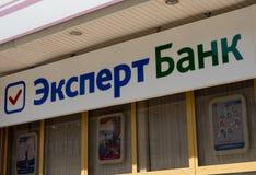Signboard banka ` banka Biegły ` Obrazy Stock
