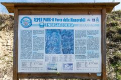 Signboard opisuje cechy wiatrowy gospodarstwo rolne fotografia royalty free