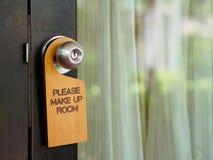 Signboard uzupełniał izbowego obwieszenie na otwarte drzwi w hotelu zdjęcia royalty free