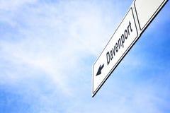 Signboard wskazuje w kierunku Davenport Zdjęcia Royalty Free