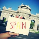 Signboard z słowem Hiszpania De Alcala w Madryt wewnątrz i Puerta obrazy royalty free