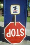 Signe à l'envers d'arrêt Photos stock