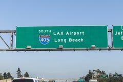 Signe aérien d'autoroute d'aéroport et de Long Beach de LAX Images stock