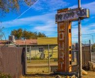 Signe abandonné de hors de motel d'affaires Images libres de droits