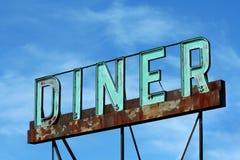 Signe abandonné de wagon-restaurant de bord de la route Photographie stock libre de droits