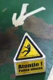 Signe affichant l'avertissement de l'étage humide d'attention Photo libre de droits