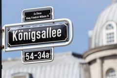 Signe allemand de nom de rue images stock