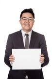 Signe asiatique de blanc d'exposition d'homme d'affaires avec 2 mains Photo stock
