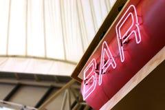 Signe au néon de bar Images libres de droits