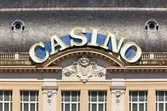 Signe au néon de casino à Deauville-Trouville Photo stock