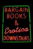Signe au néon de librairie érotique Photographie stock libre de droits