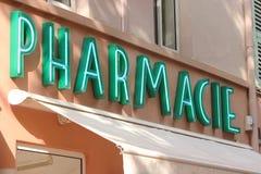 Signe au néon français de pharmacie Images libres de droits